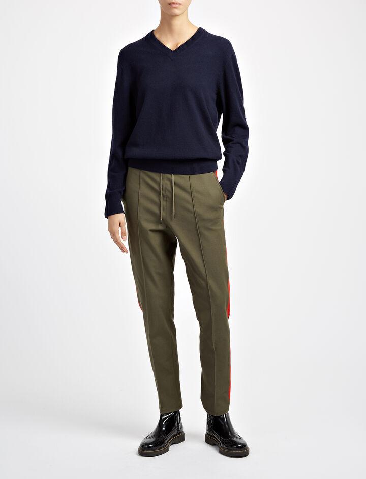 Joseph, Mongolian Cashmere V Neck Sweater, in NAVY