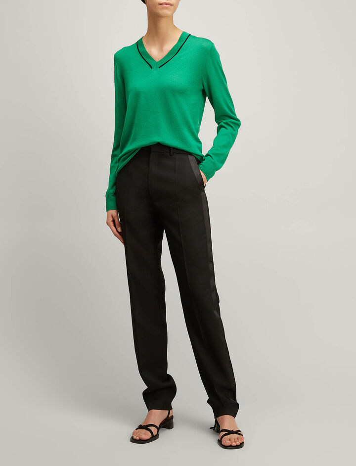 Joseph, Fine Merinos V Neck Sweater, in EMERALD