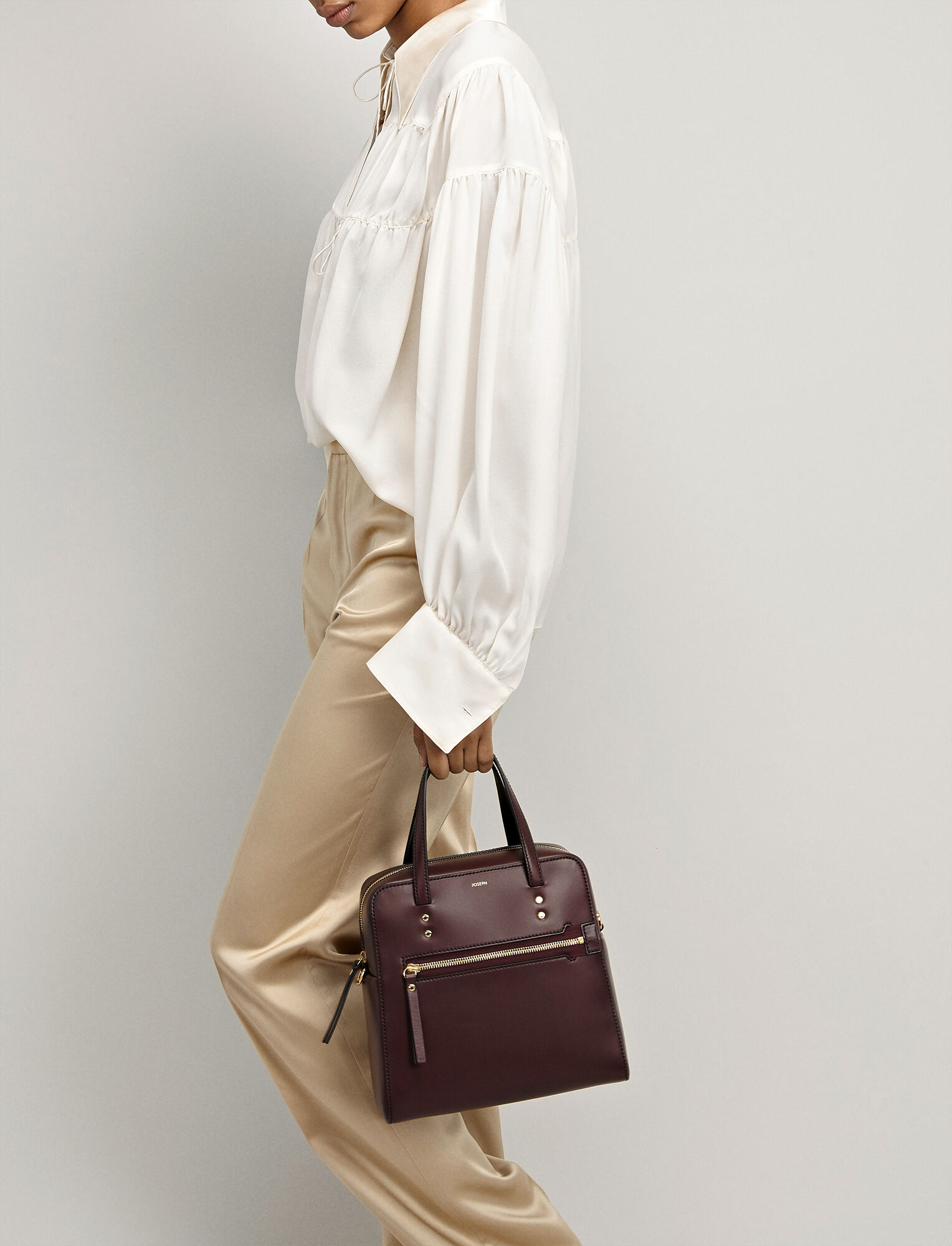 Joseph, Leather Ryder 25 Bag, in MORGON