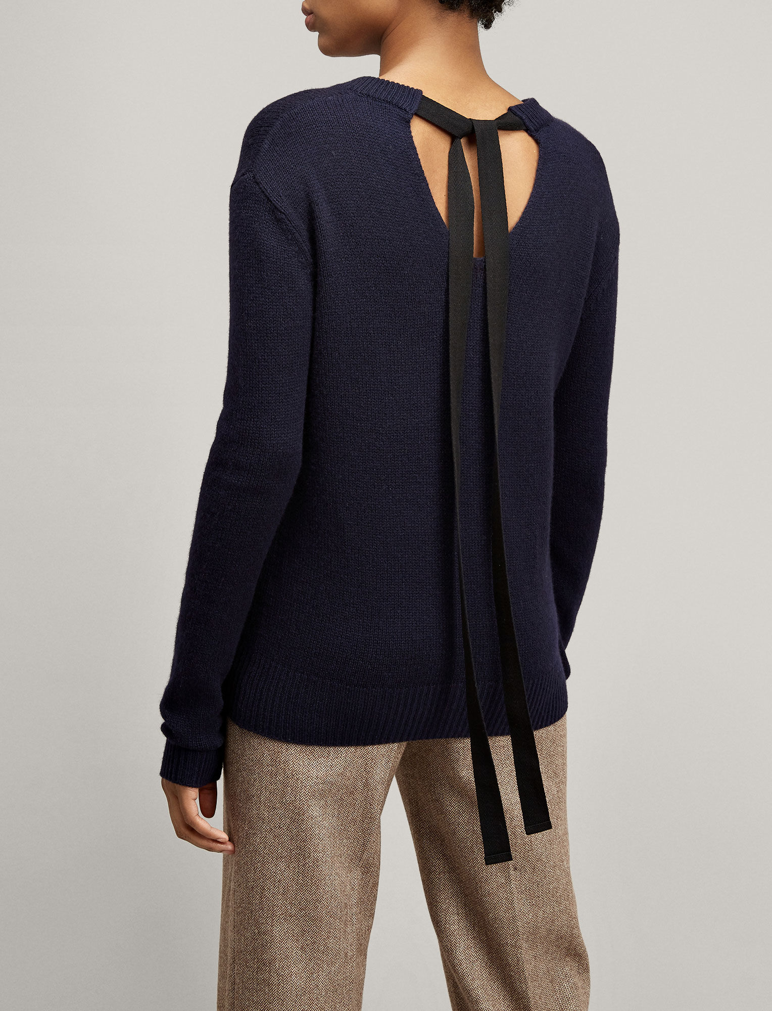 Joseph, Open Cashmere V Neck Top, in NAVY