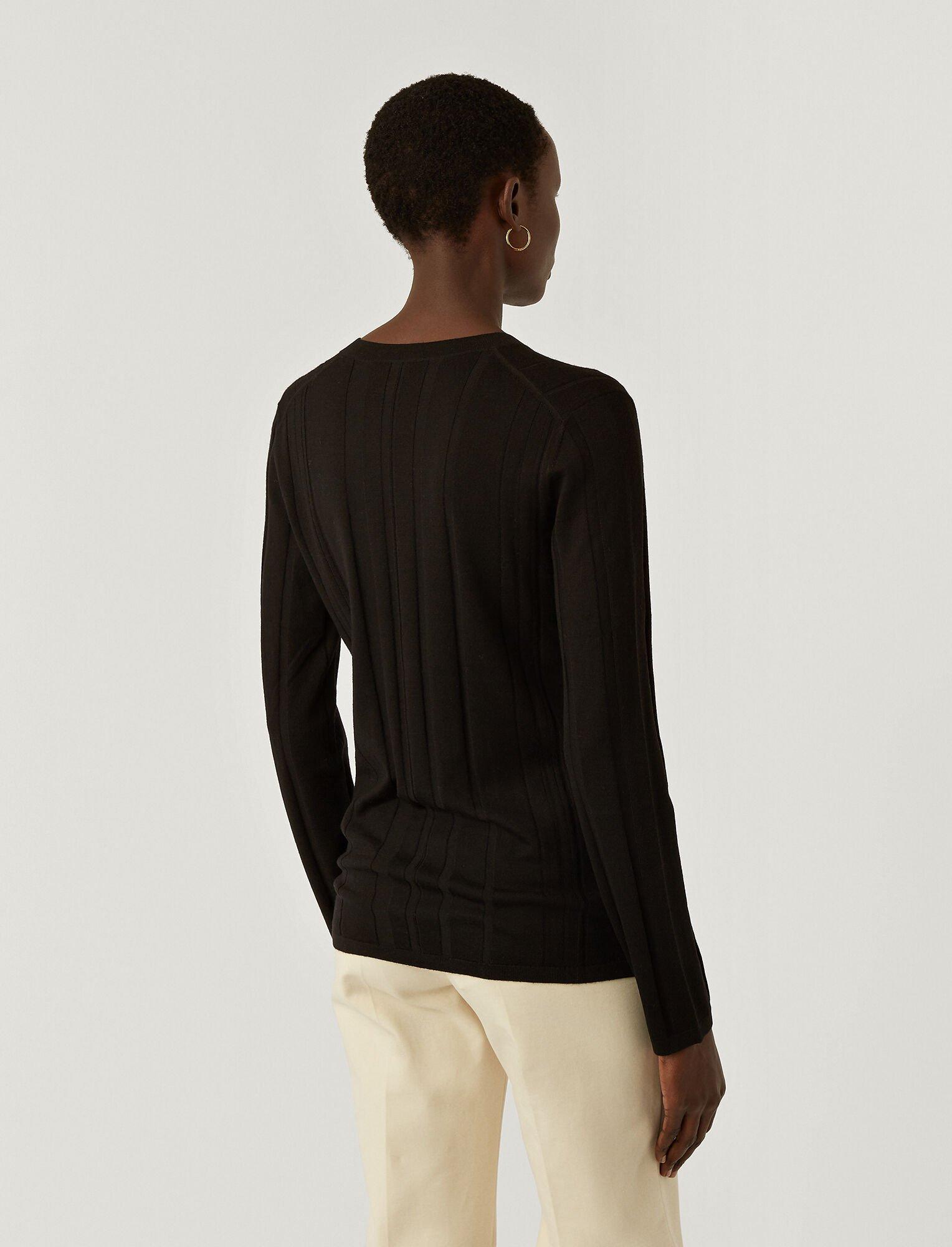 Joseph, Pull en laine mérinos fine à col en V, in BLACK