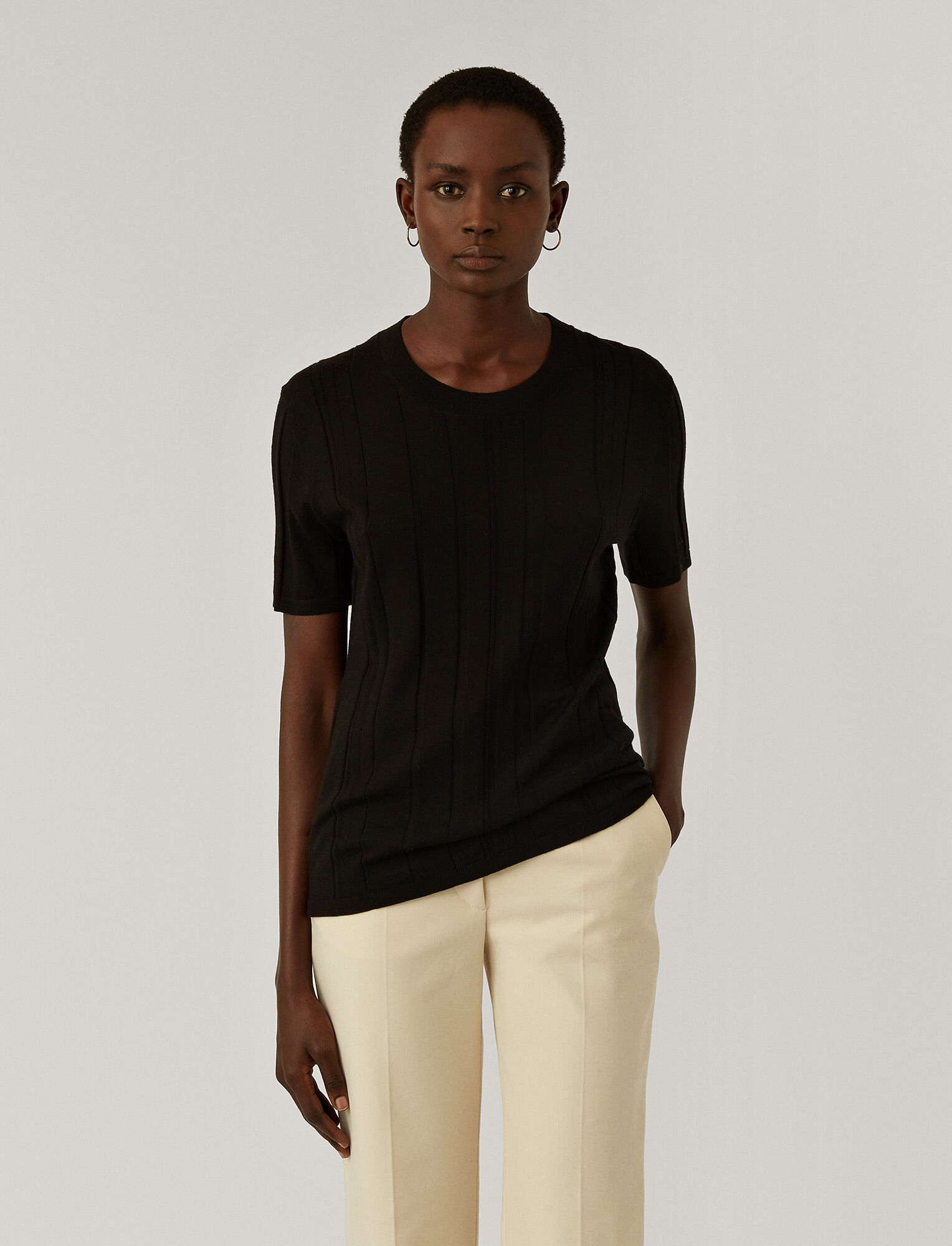 Joseph, Fine Merinos Short Sleeved Top, in BLACK