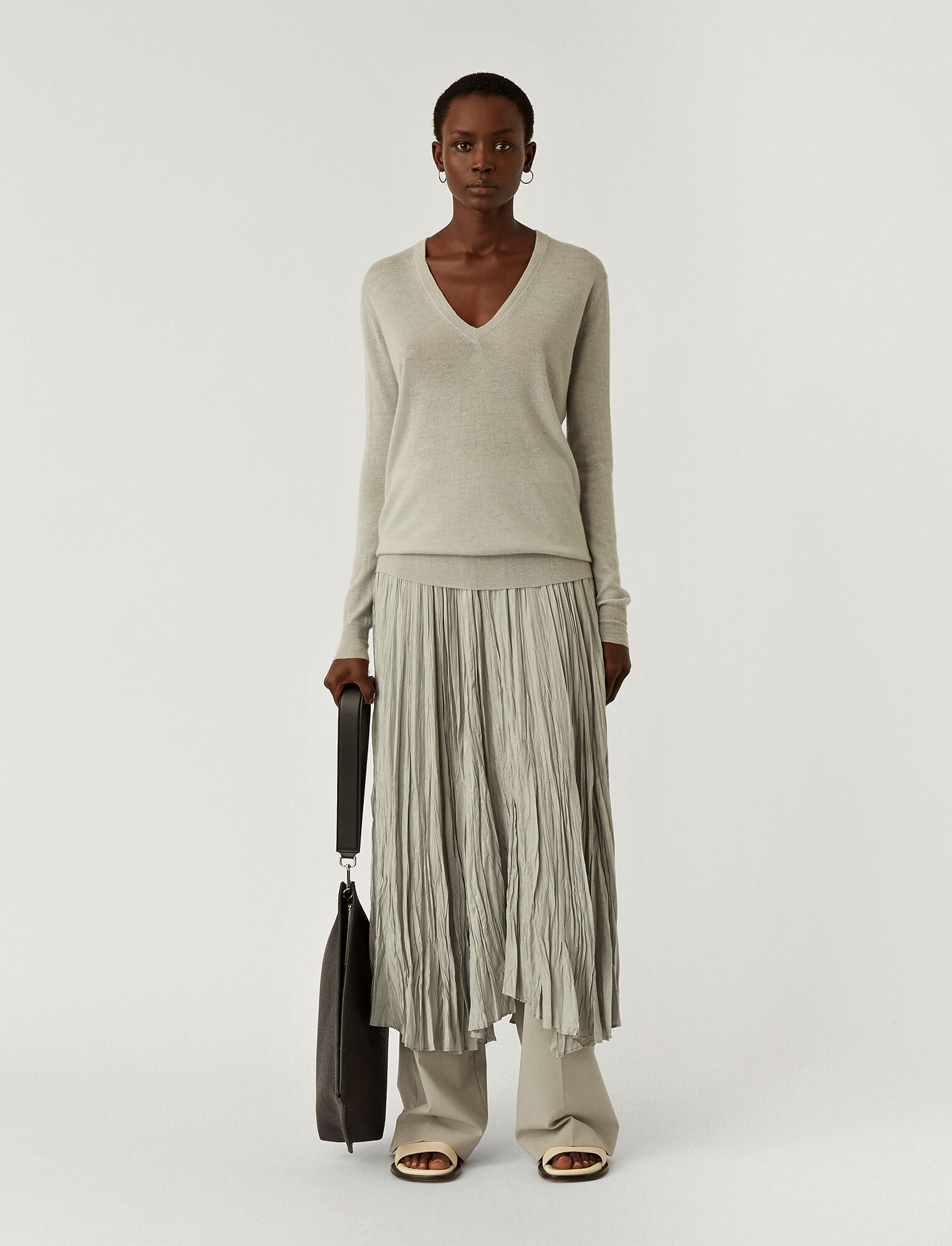 Joseph, Cashair V Neck Jumper, in CLOUD
