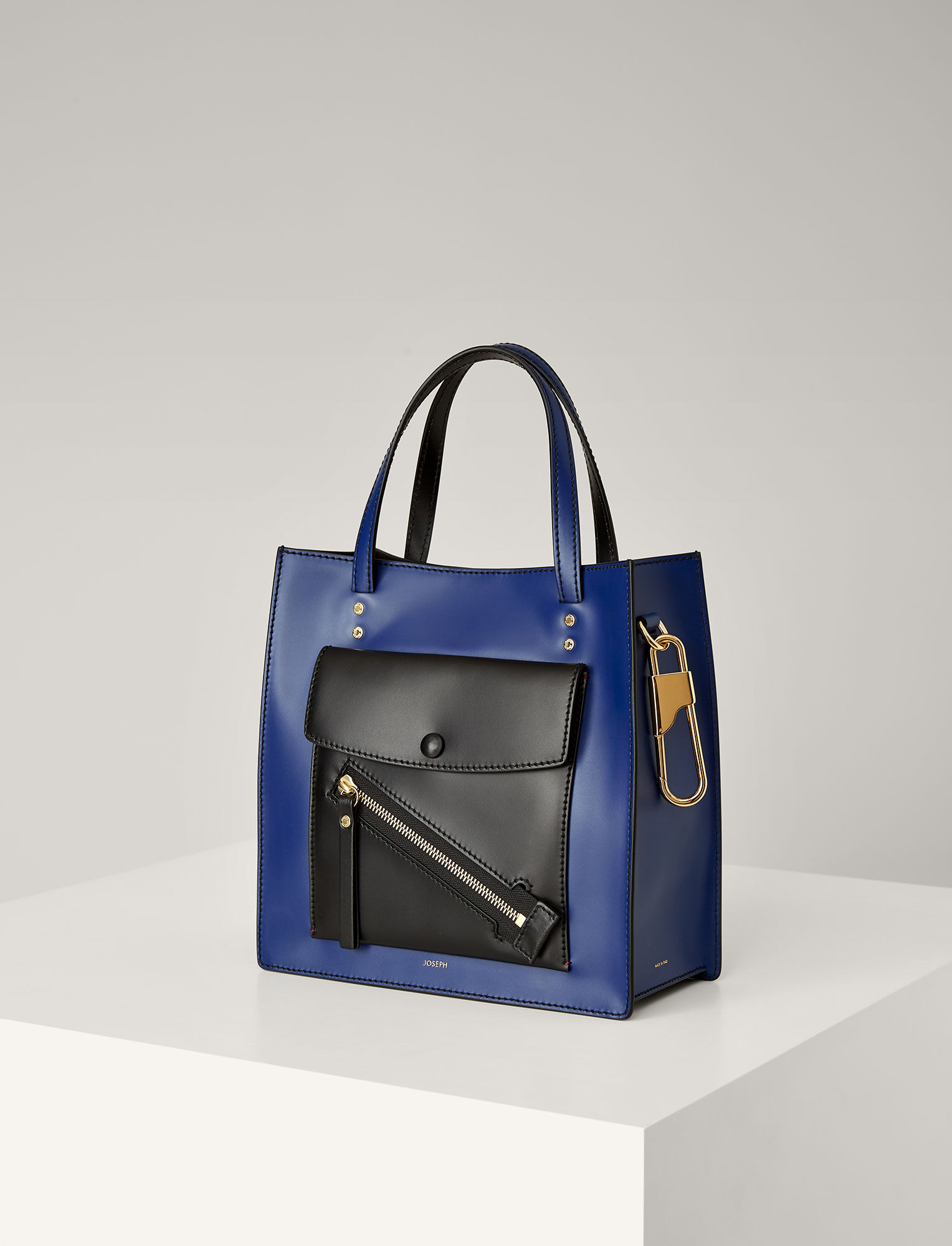 Joseph, Leather Portobello 25 Bag, in NAVY COMBO