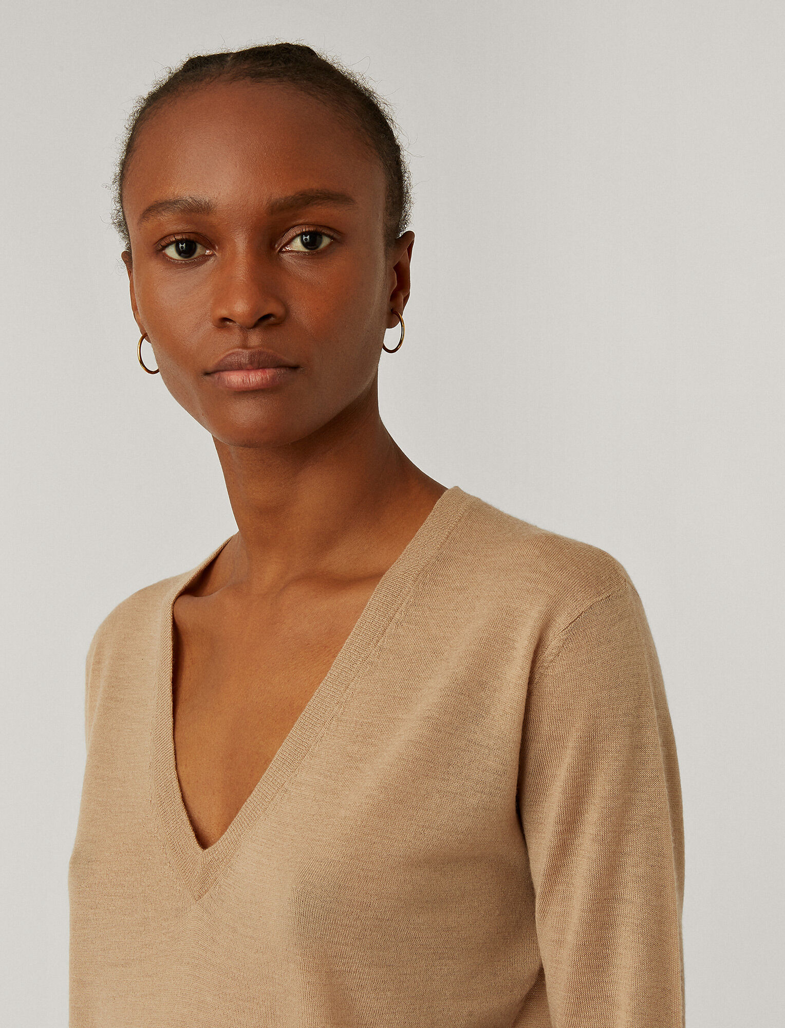 Joseph, Cashair V Neck Jumper, in LIGHT CAMEL