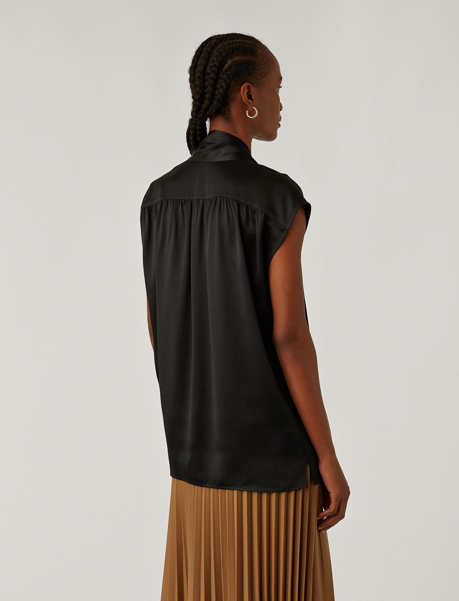 Joseph, Blouse Nancy en satin de soie, in BLACK