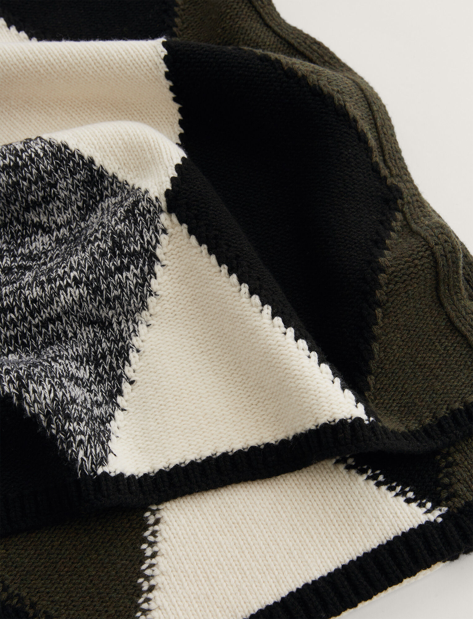 Joseph, Scarf Diamond Knit, in Black Combo