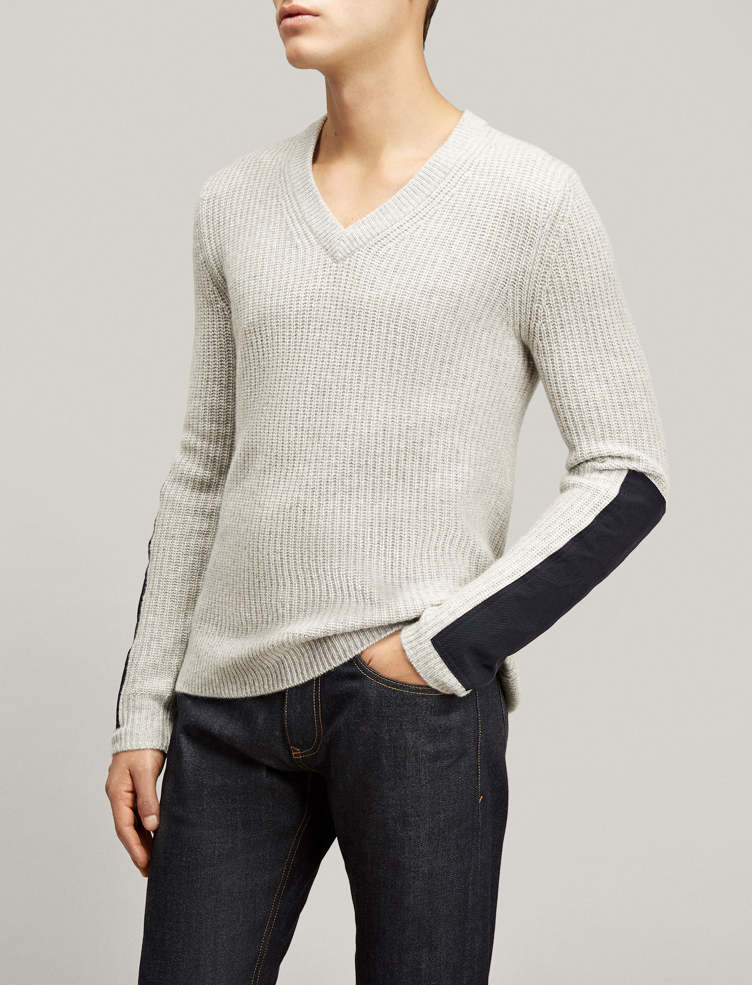 Joseph, Military Cashmere V Neck Sweater, in GREY CHINE