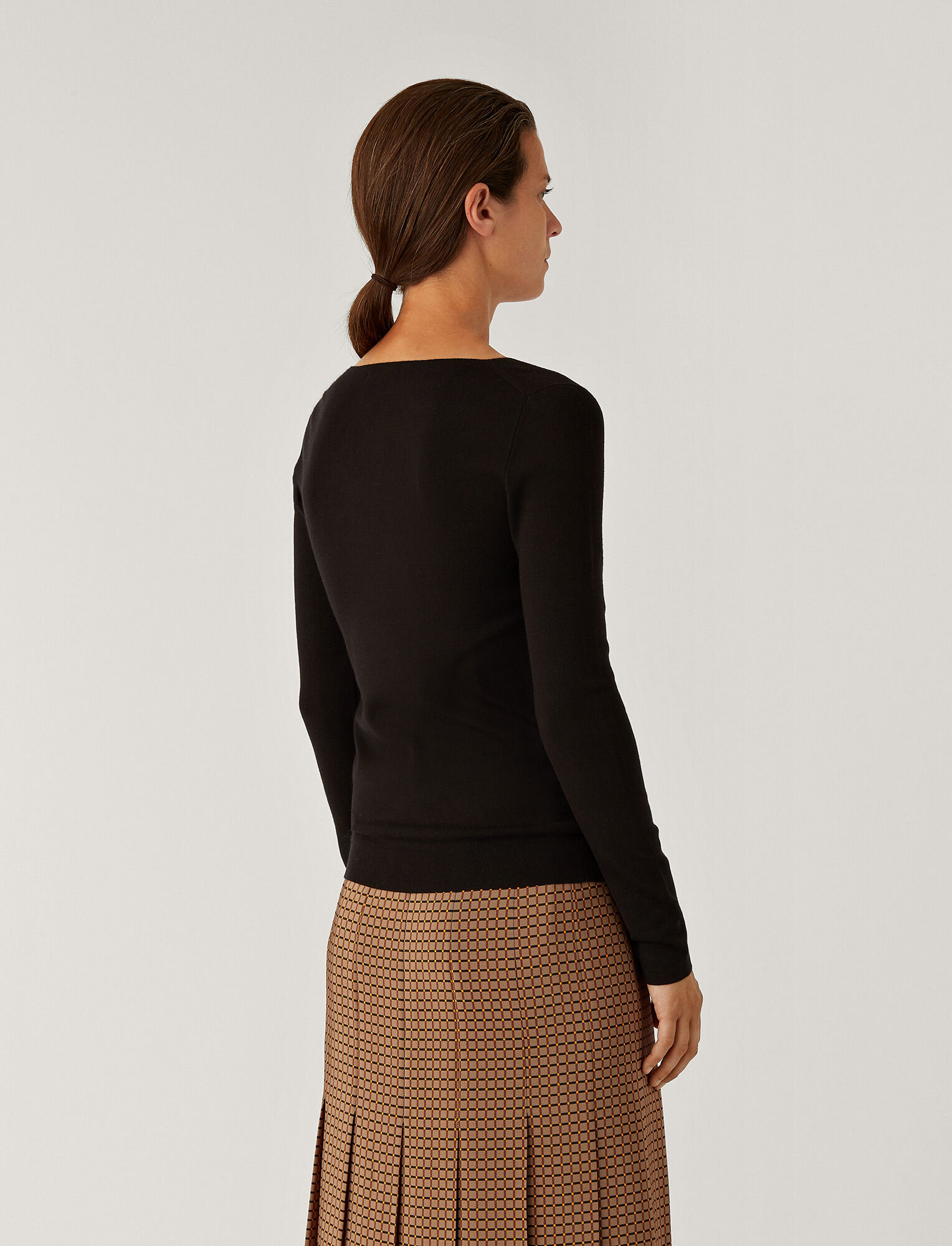 Joseph, V Neck Silk Stretch Knit, in BLACK