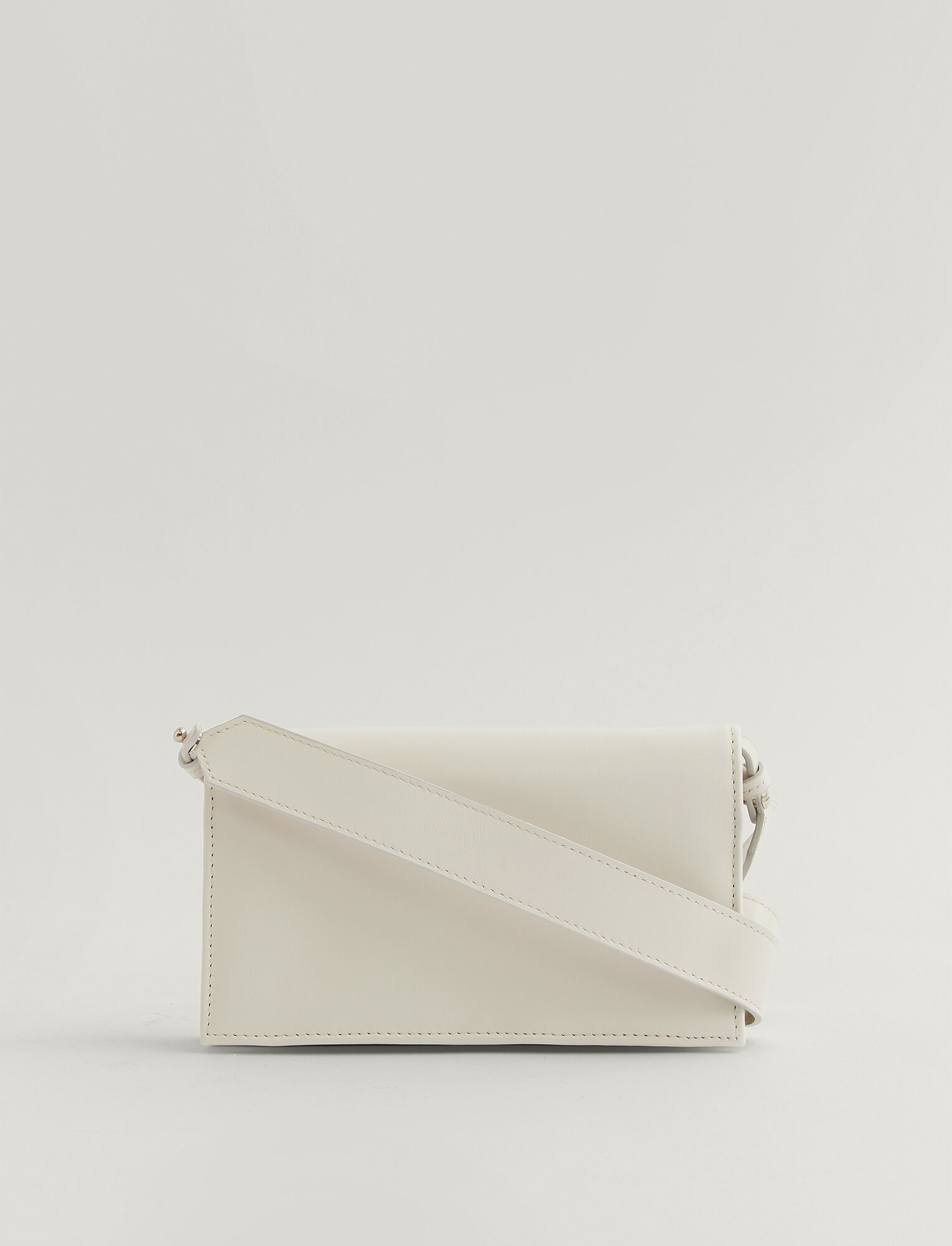 Joseph, Portefeuille Shoulder en cuir, in OFF WHITE