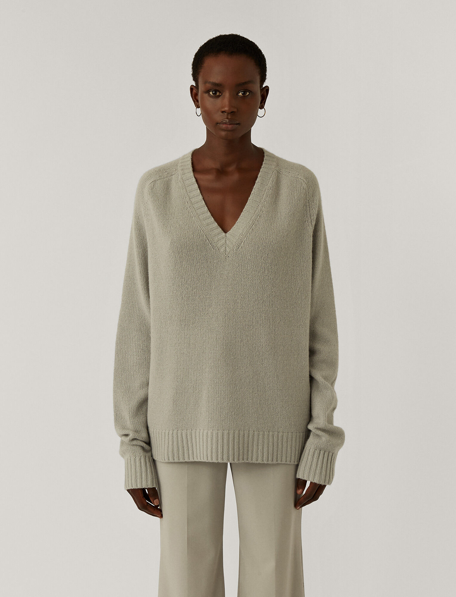 Joseph, Open Cashmere V-Neck Jumper, in CLOUD
