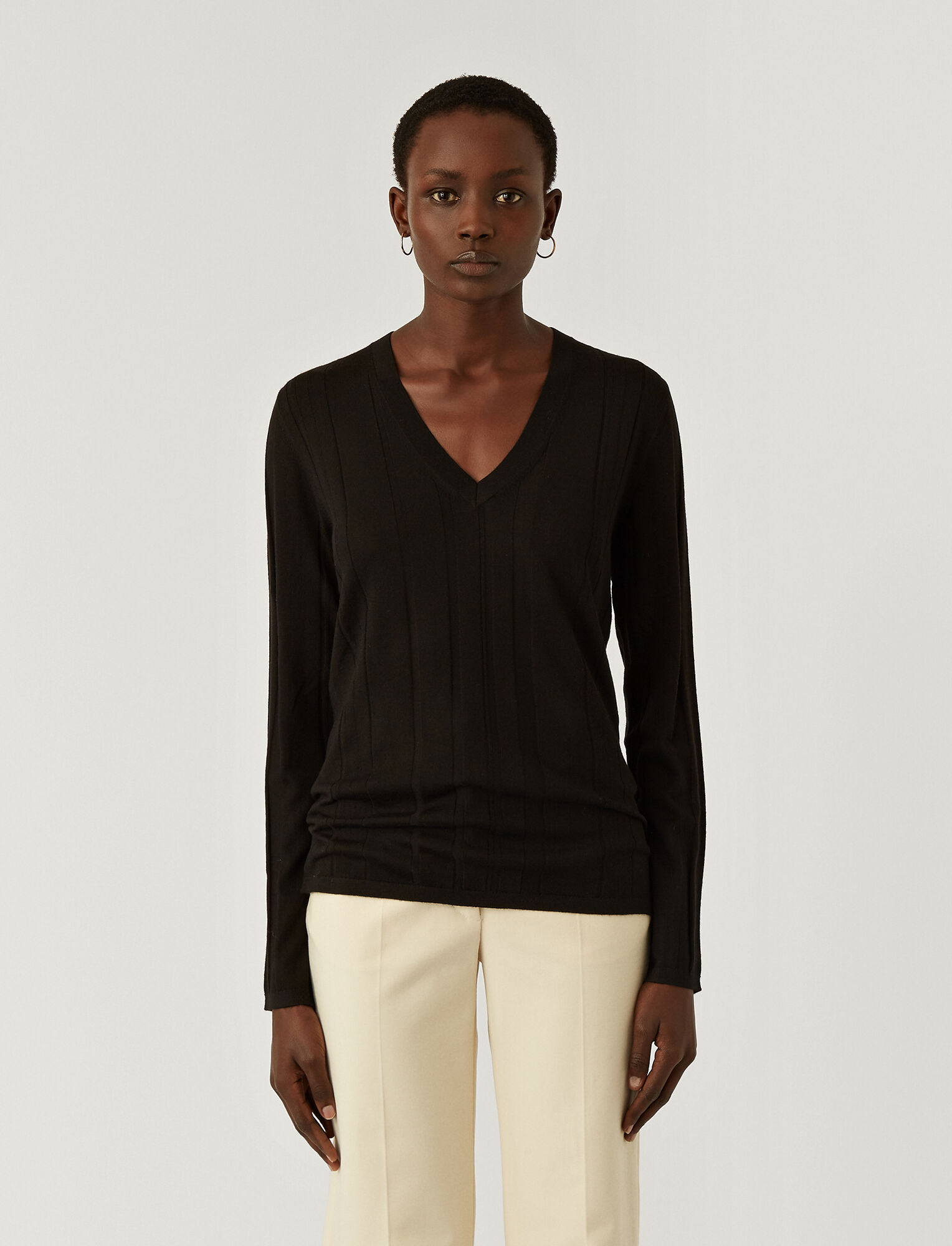 Joseph, Fine Merinos V Neck Jumper, in BLACK