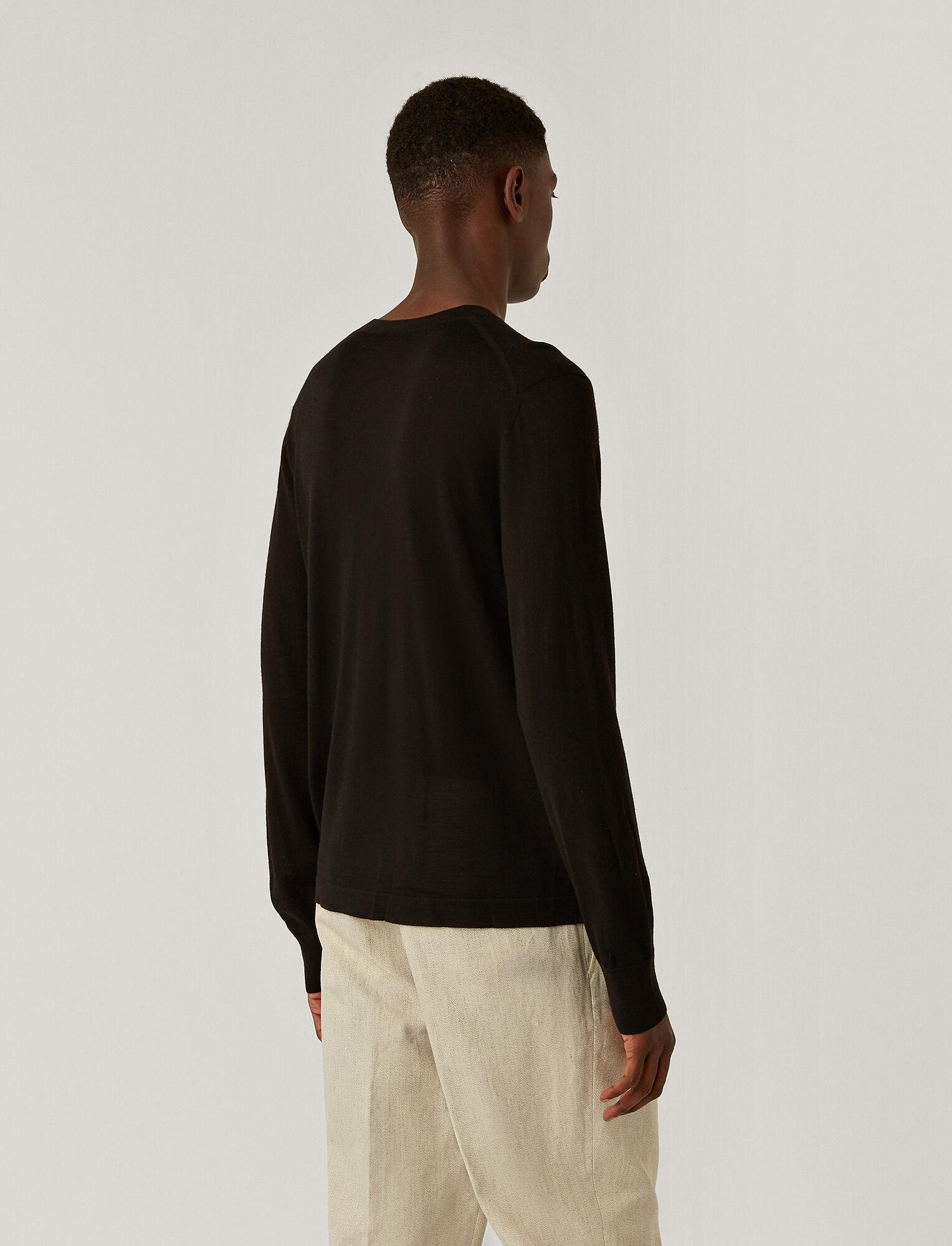 Joseph, Tricot col V en laine mérinos légère, in BLACK