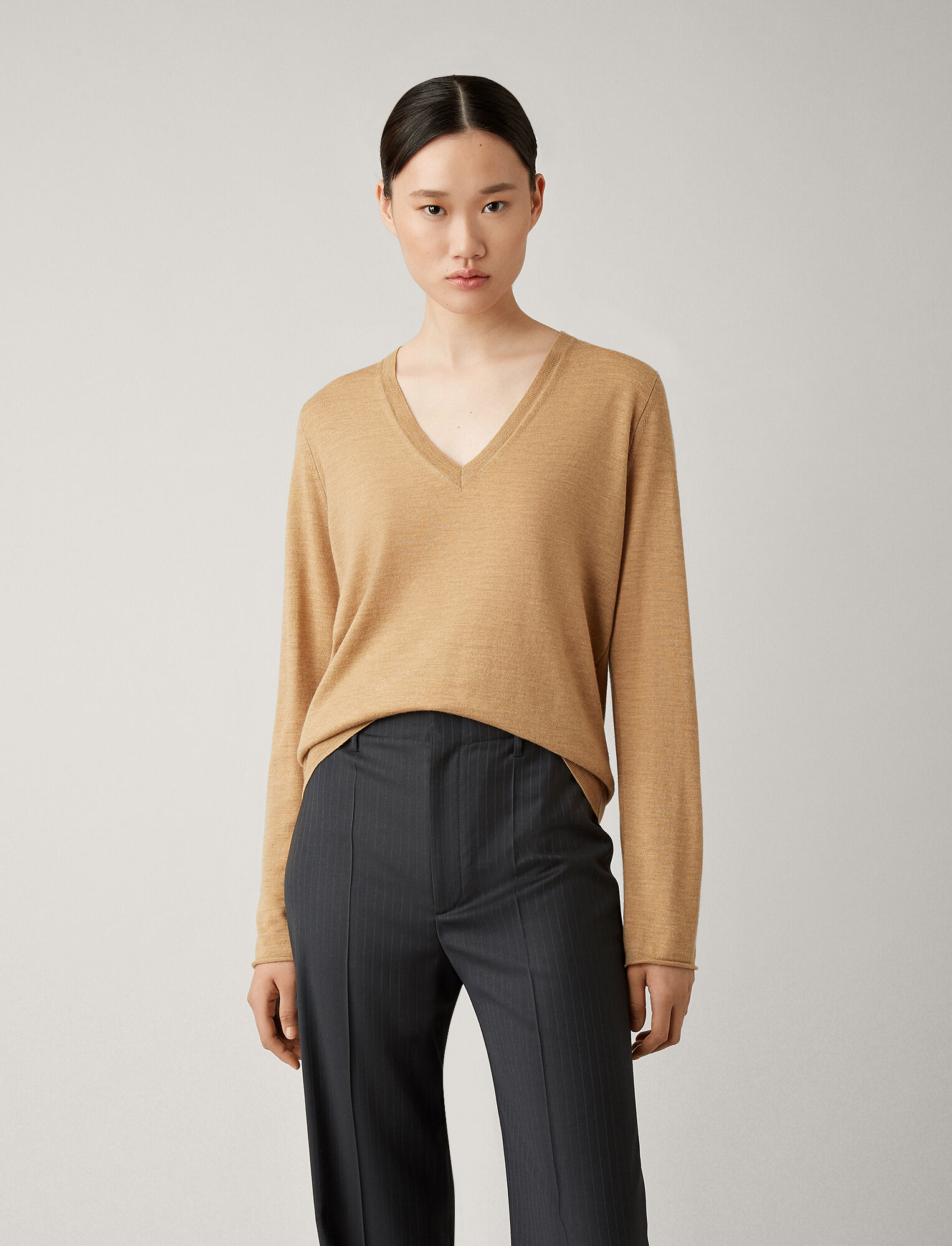 Joseph, V Neck Fine Merinos Knit, in CAMEL