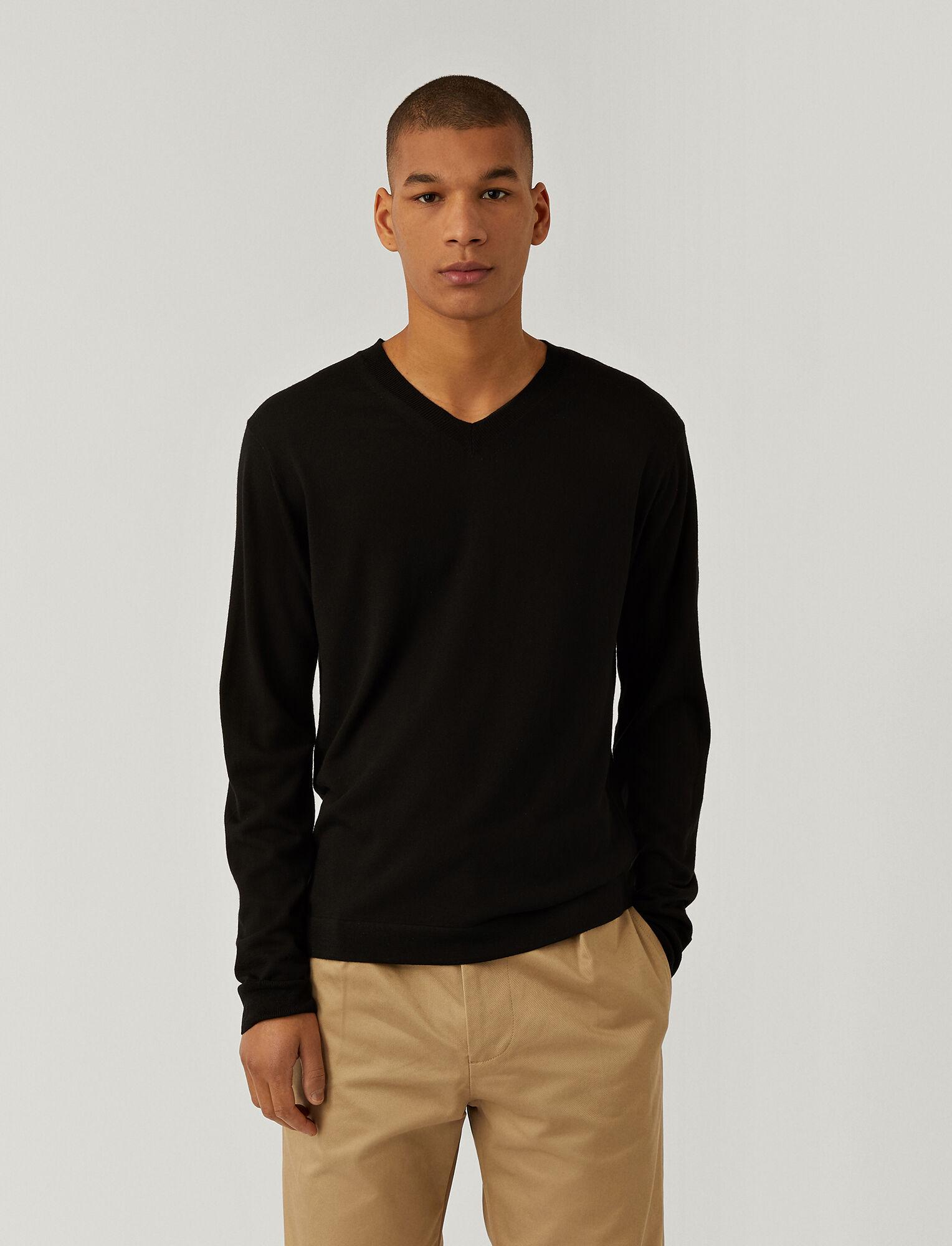 Joseph, Pull en laine mérinos légère à col en V, in BLACK